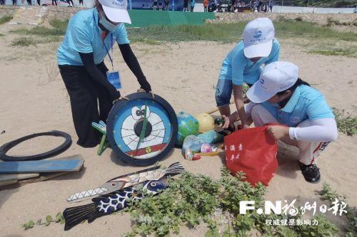 连江和马祖直播开展海洋生态保护净滩活动