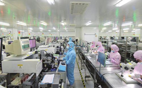 福顺半导体公司生产车间一片繁忙景象