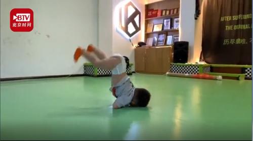 2岁男孩穿纸尿裤跳街舞怎么回事?现场图曝光太奶萌太可爱了