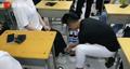 花一个月工资给108名毕业生买鞋 这个老师为什么要这么做原因暖心