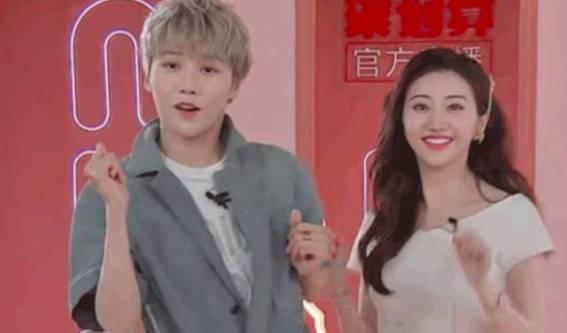 刘雨昕教景甜跳无价之姐在哪里看 俩人现场跳舞视频曝光太搞笑了