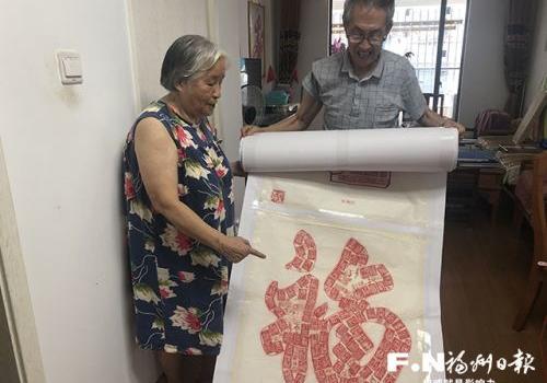 78歲老黨員歷時一年繪制39米長印章畫卷
