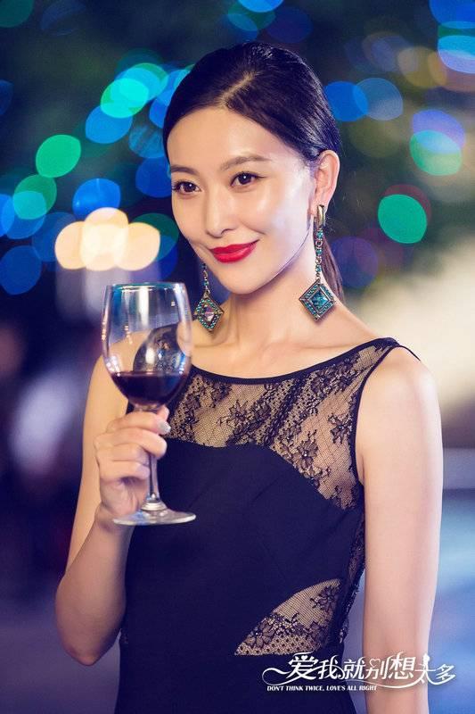 《爱我就别想太多》热播周知饰演反派女神 戏精级演技获赞