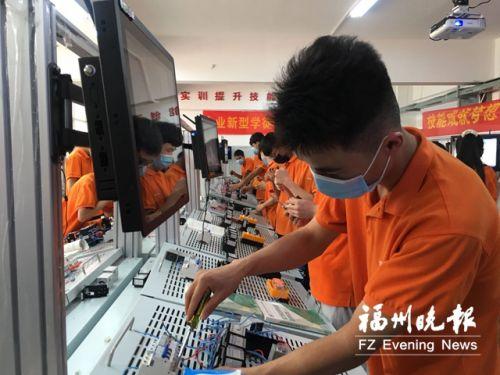 宁夏固原学子来福州学技能 首批71人明年将毕业
