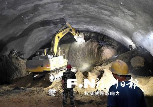 """福州文林山隧道""""奔跑前行"""" 明年7月可具备通车条件"""