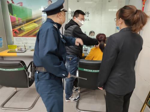 邮储银行福州闽清县支行进行防暴恐、防火、防抢劫应急预案演练