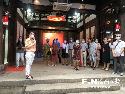 福州:党员政治生活馆里受教育